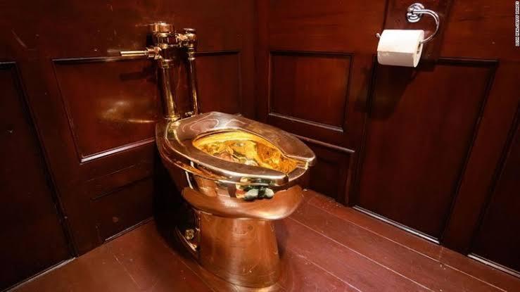 黄金のトイレが盗まれる!!溶かされた可能性もあり!トイレの行方を調査