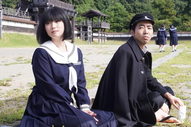 深田恭子の黒髪ボブ×セーラー服姿が大反響!若さの秘訣やビキニ姿でサーフィンまでまとめ